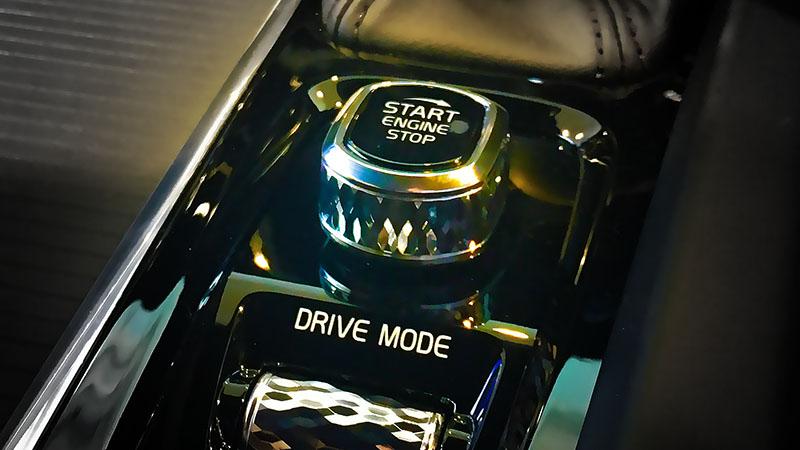 V60のエンジンスタートボタン